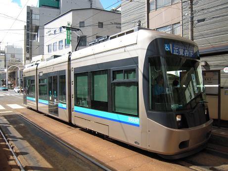 長崎電気軌道3000形電車と、石橋...