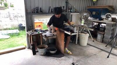 琉球ガラス 沖縄名護で製作されているお洒落な琉球ガラス ワイングラスやウイスキーにもおすすめですの記事より