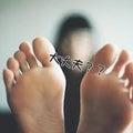 女性の足が男性より5倍臭い!理由知ってますか?