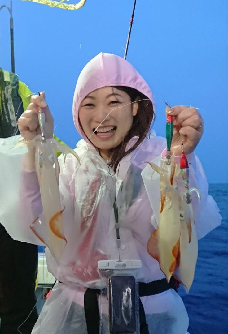 四平 釣り スギ 【驚異】堤防足元に寒天エビを落とし釣る凄い女子がきた!
