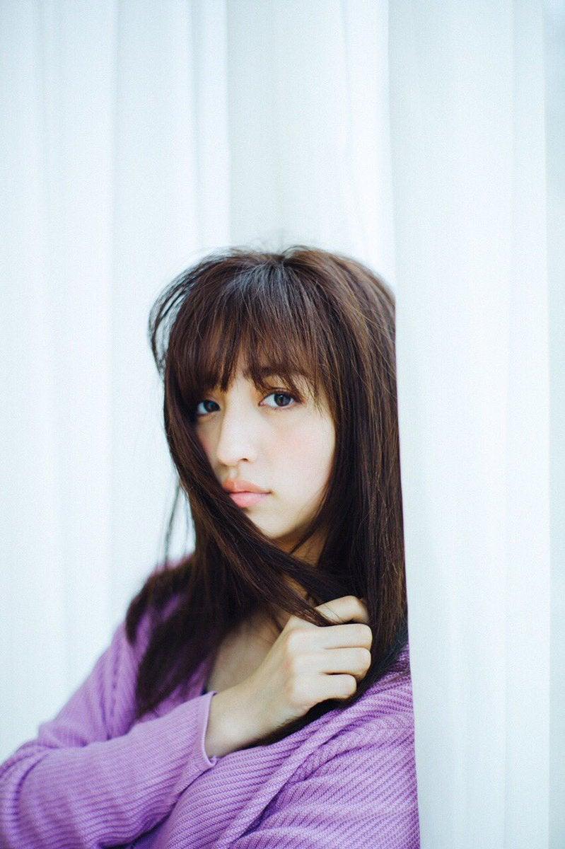 堀田茜の雑誌の読み方 Japanese Cute Girls