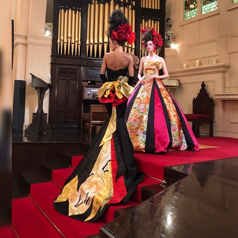 黒のマーメイド シルエットがキレイ トレーンが長い 手刺繍のAラインドレス