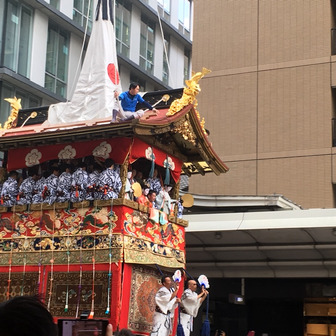 祇園祭、曳き初めに参加して命がけを実感。