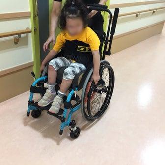 長女 自走用車椅子の試乗