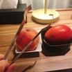 滞在先のホテルで包丁を使わずに、桃とマンゴーを剥く方法