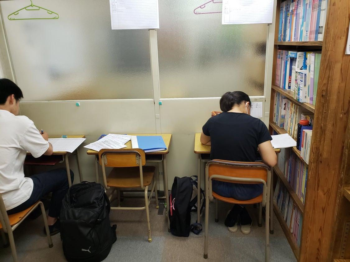 夏期授業のトレーニング学習は普段より集中力が増すね\(^O^)/の記事より