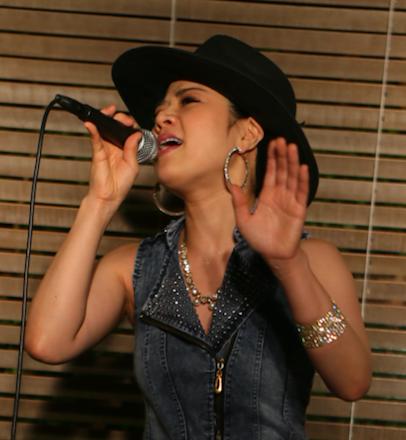 人気ボイストレーナー・ボーカルコーチ東京