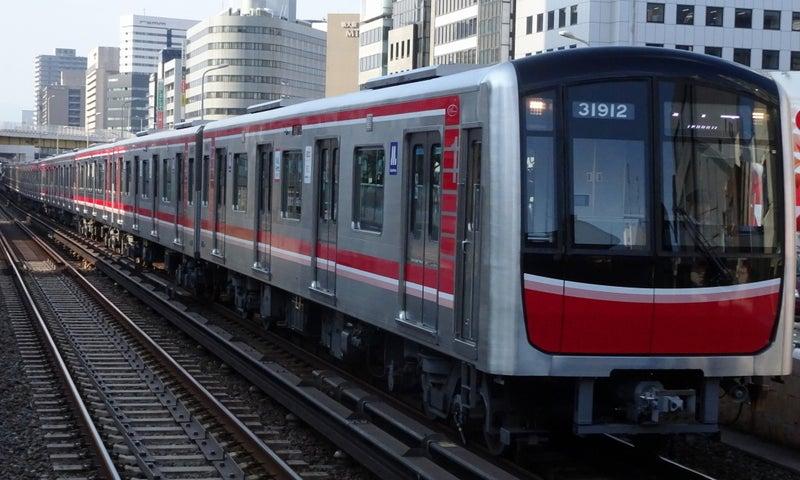 Osaka_Metro_30000_Series(Midosuji_Line)