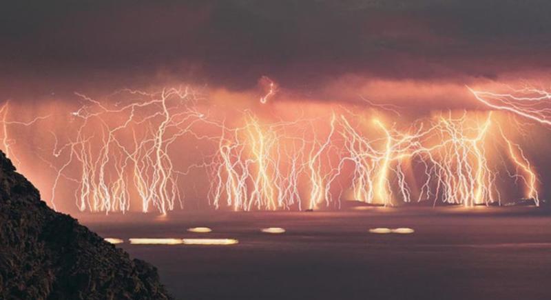 見てみたいけど脅威!世界の終わりを感じる異常気象3選☆   ヨシヒコの ...