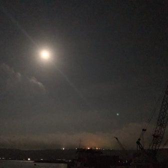 お盆最終日は満月。