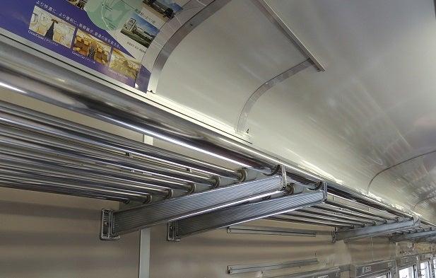 電車の網棚に荷物を置きますか?   それいけ満員電車