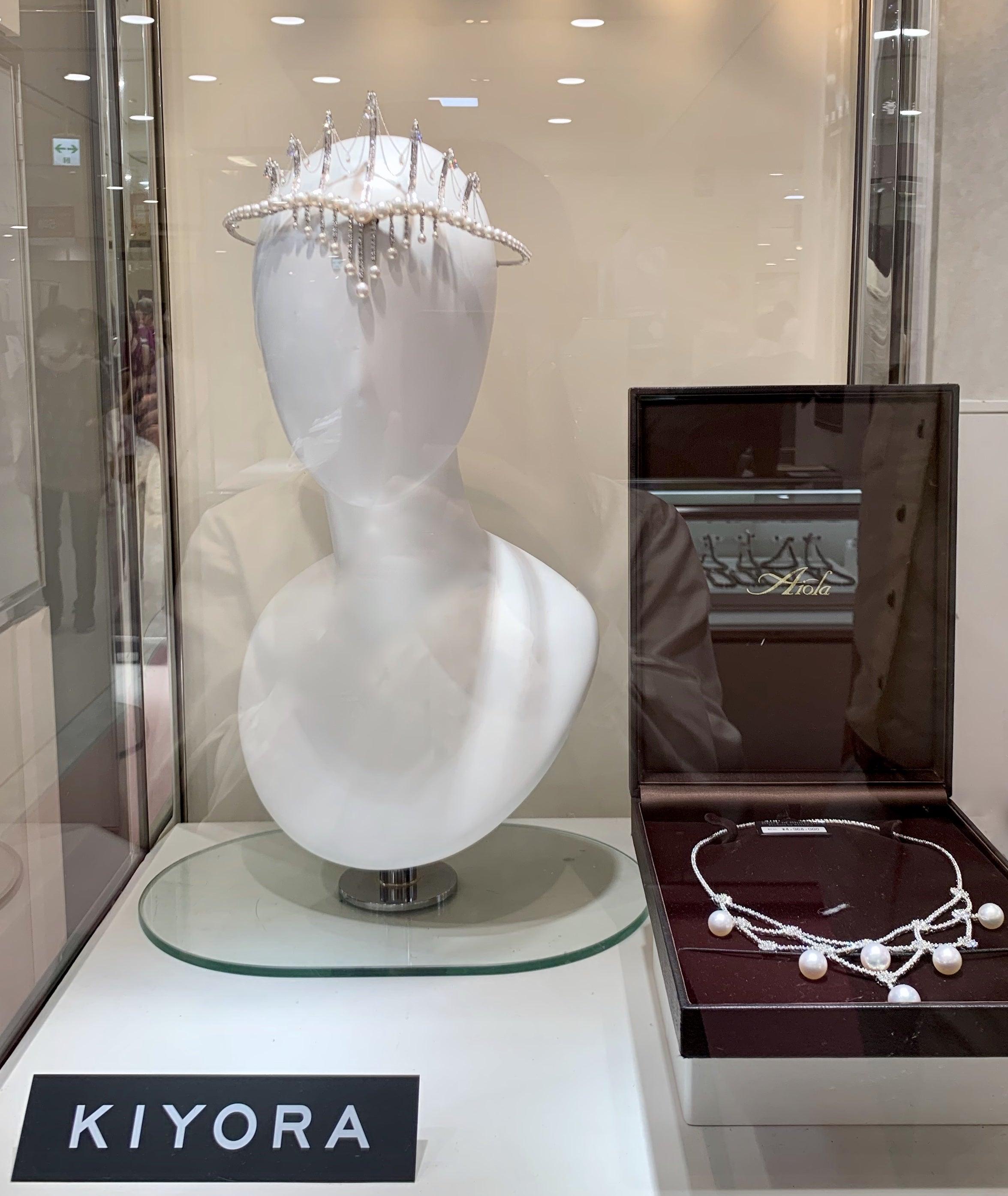 真珠で制作されたティアラ