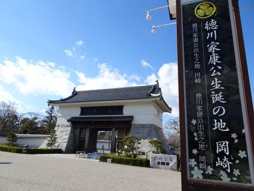 岡崎城の正門