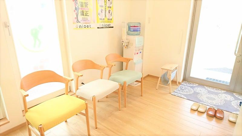 東川口・浦和美園でおすすめの整骨院 たはら整骨院&nicot 腰痛・肩こり 待合室