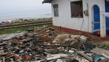 地球のしずく スマトラ沖地震の被災地へ支援物資 | nori1948のブログ