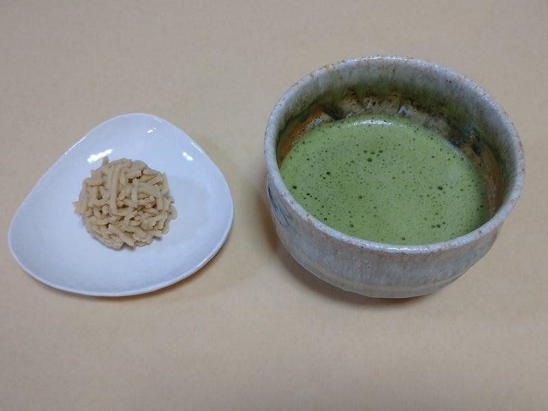 季節の和菓子「栗粉餅」です。 | 民芸、茶の湯の陶器の世界。和カフェの世界。