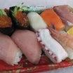 ワンコイン特上握り寿司 並べて2店を食べ比べ 北海道市場 熊谷市 寿司のデカ盛りもできるぞ