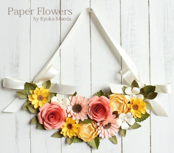 前田京子のペーパーフラワー、ペーパーアートの黄色やサーモンピンクのバラのペーパーフラワースワッグ