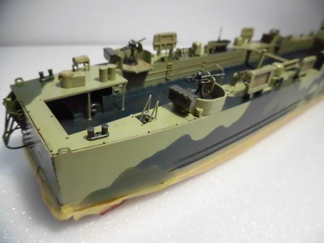 アメリカ海軍 中型揚陸艦 4   プラモデル空母の特徴