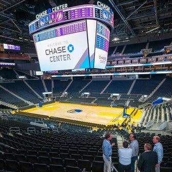 NBA:ステフィン・カリーのトンネルショットがチェイスセンターでも見られるかもしれない?