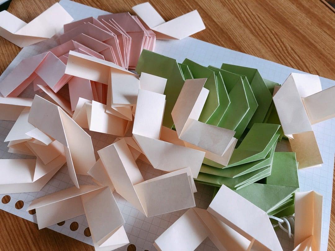 スリンキー 折り紙 面白い折り紙14選!子供が遊べる・喜ぶおもちゃの簡単な折り方は?