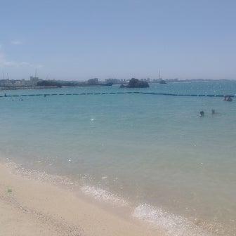 青空いっぱいのアラハビーチへ