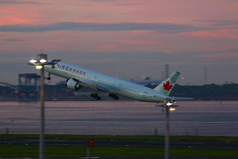 飛行機エアカナダ