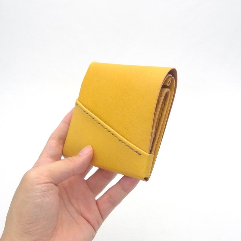 きはだ色のミニ財布。