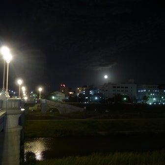 芳雄橋と十六夜満月