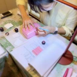 画像 【利き手へのネイルが塗りやすくなる】アームレストの使い方 の記事より 16つ目