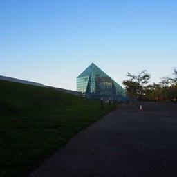 """画像 モエレ沼公園を象徴するモニュメント、ガラスのピラミッド """"HIDAMARI""""へ の記事より 15つ目"""