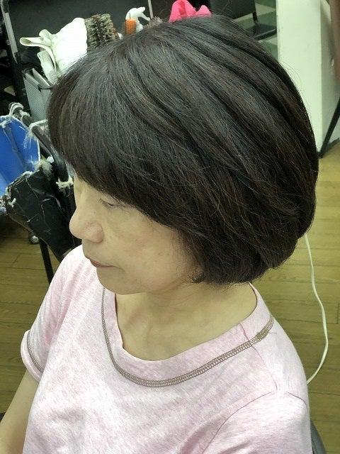 アレルギーがあっても 色味を楽しみながら白髪染めできるヘアマニキュアもいいですよ。の記事より