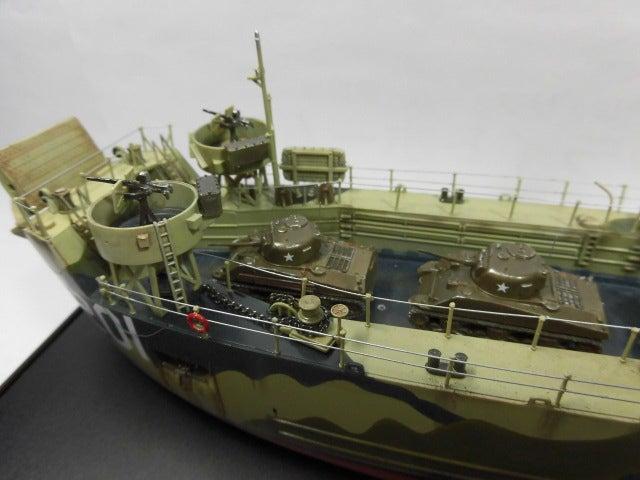 アメリカ海軍 中型揚陸艦 7 完成   プラモデル空母の特徴