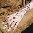 ヘナタトゥーではないネイビーカラーの消えるタトゥーフルーツ手の甲 ジャグアタトゥー 柏市 千葉県の記事より