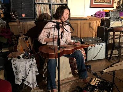 吉村瞳 / ライク・ア・ローリングストーン live at 三鷹・バイユーゲイトの記事より