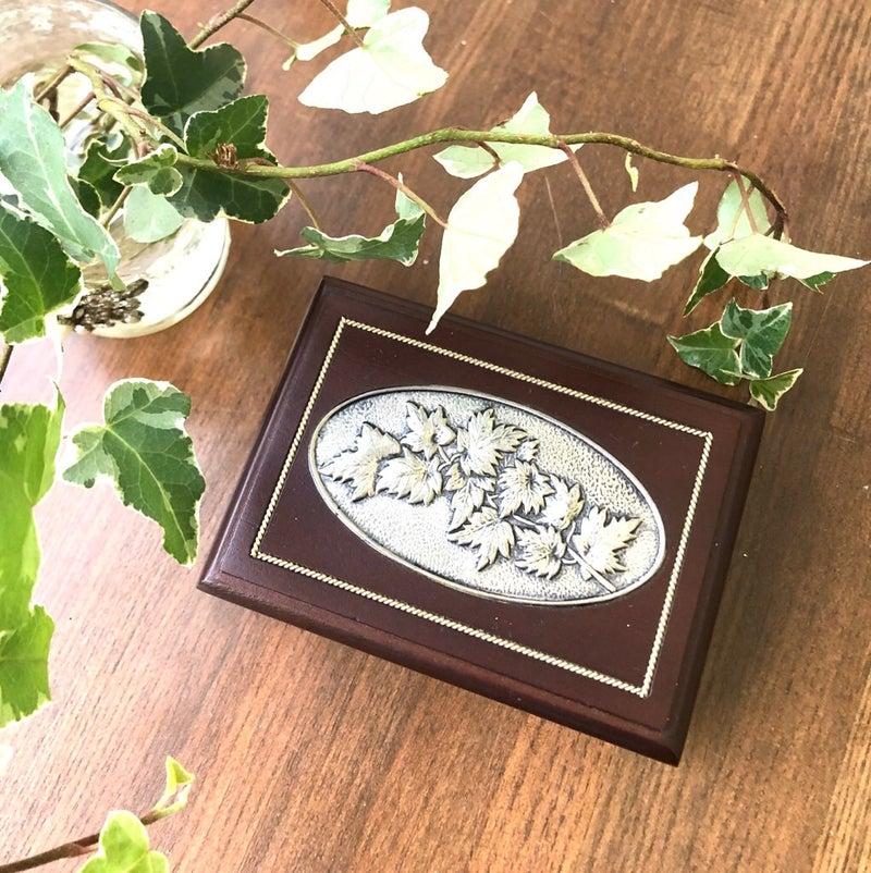 高級感のある木製のジュエリーボックス