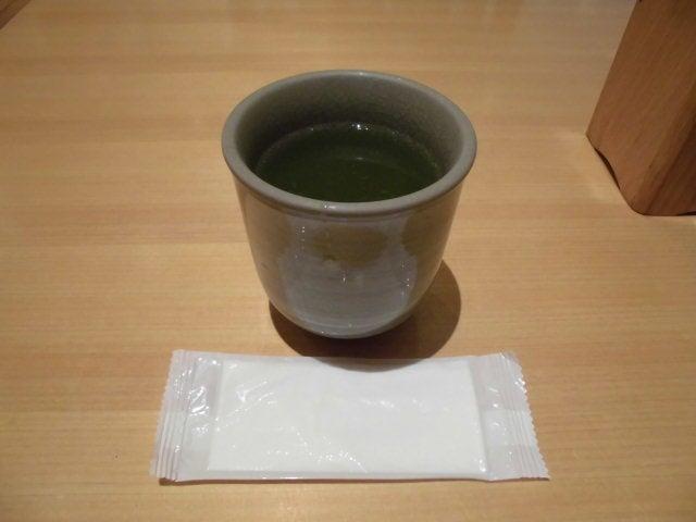 お茶とお手拭き