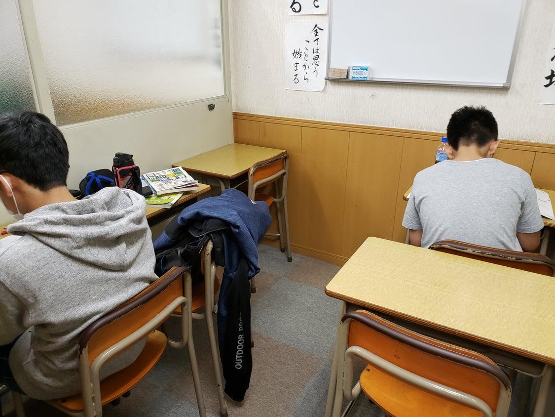 来週から創己ゼミ堀之内校中学生の子達の定期テストが始まります。みんな頑張ってね!(^^)!の記事より