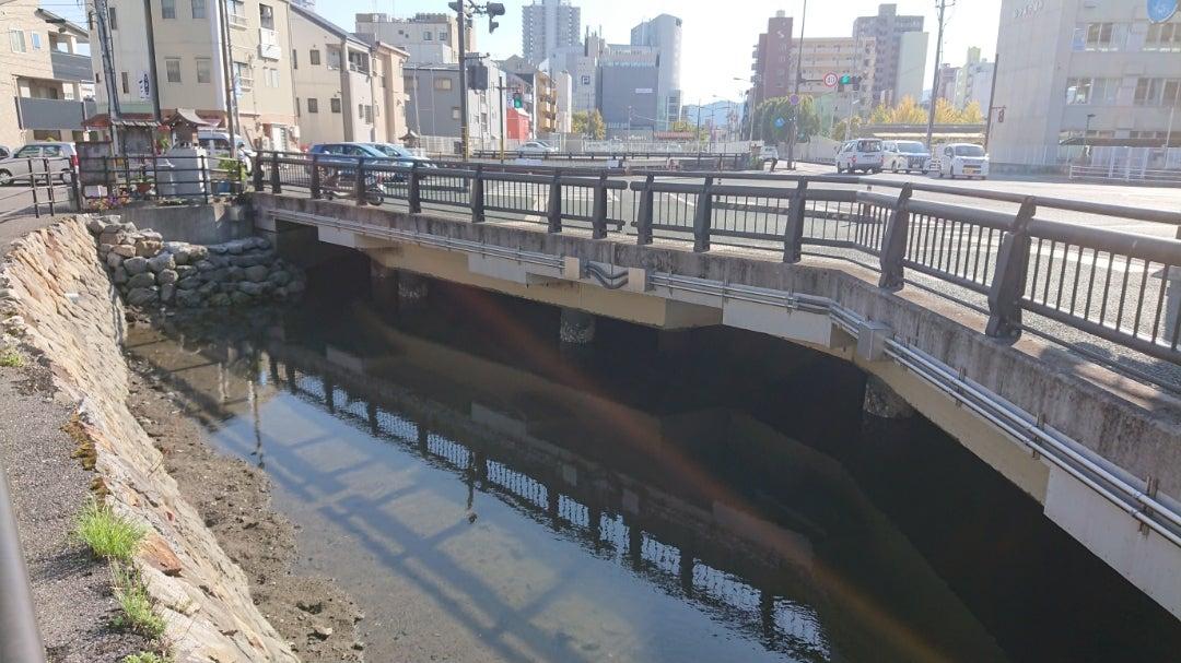 消える新堀川