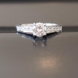 画像 彼女の理想の婚約指輪(エンゲージリング)に。。。 の記事より
