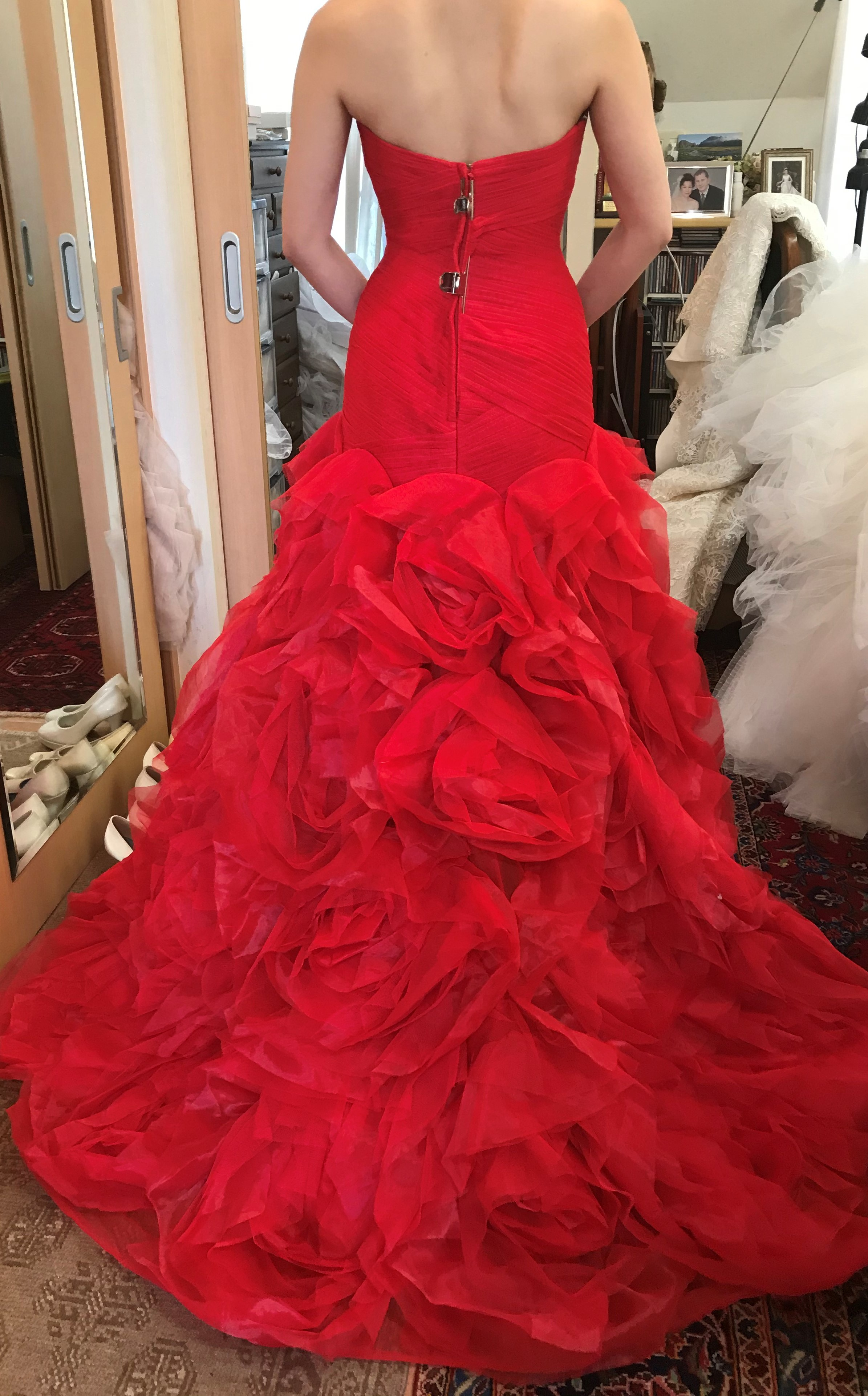 ホワイトバイヴェラウォン赤ドレス