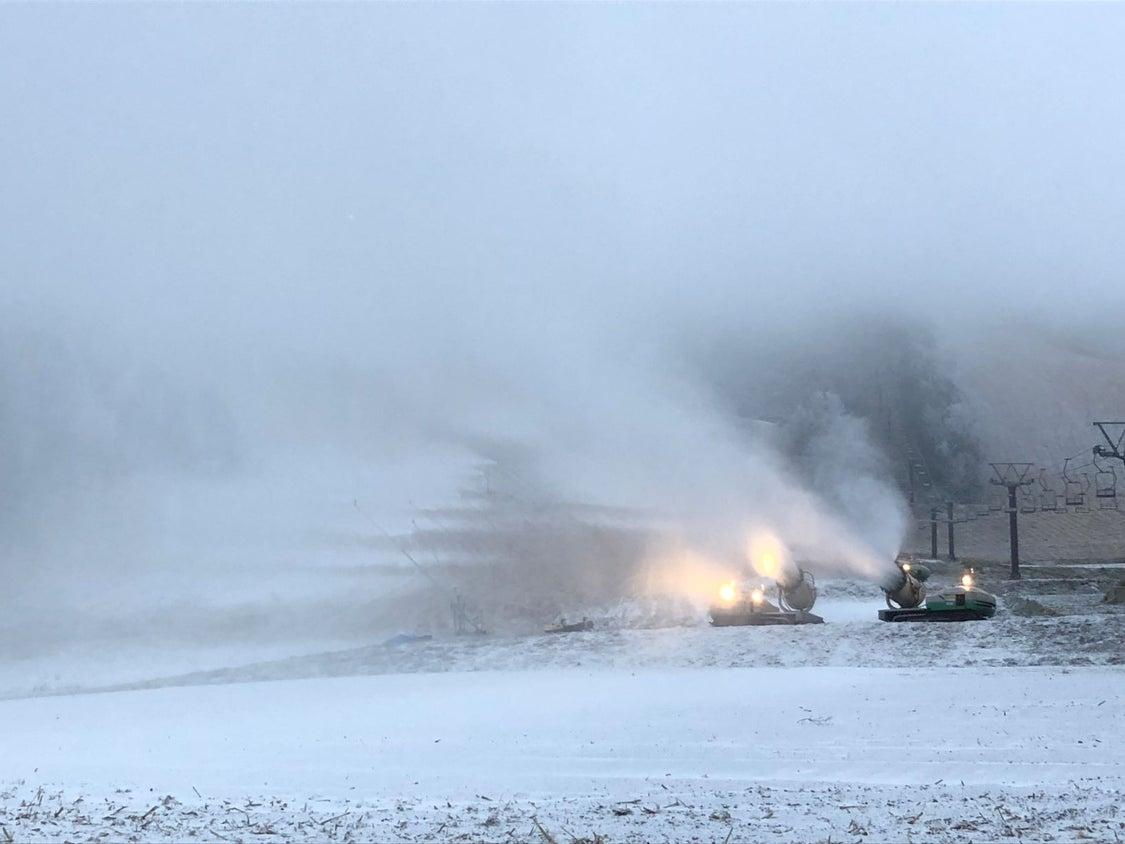 明日からの予定! つばくろゲレンデ、降雪作業開始! カンダハー歳末大売り出し開催中!の記事より