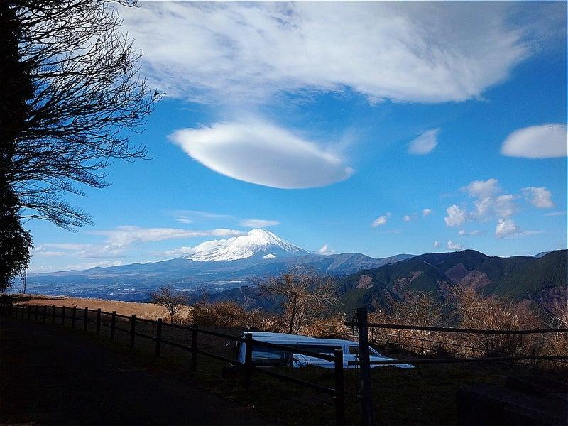 10:55 笠雲のようなもの旗雲も出ています