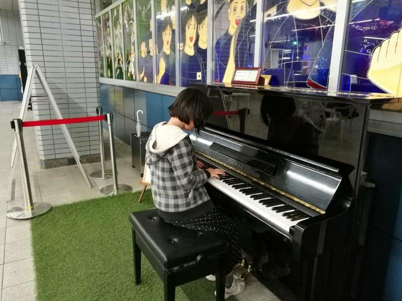 ストリート ピアノ ござ