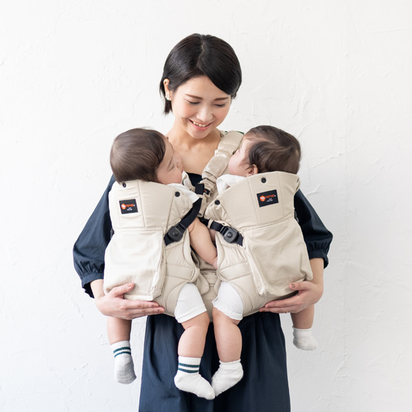 双子用抱っこ紐入荷しました!!GRAYBEAR店舗で実際に装着できます♪