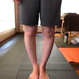 画像 O脚の人は小指が浮いています の記事より 1つ目