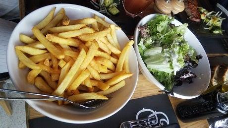 ポテトとサラダの写真
