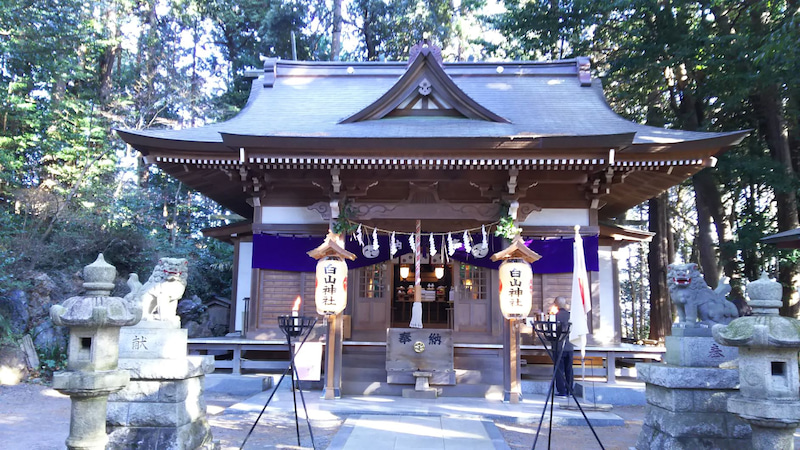 日の出白山神社 拝殿
