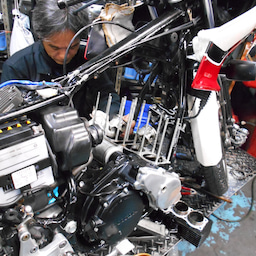 画像 ホンダ CBX550FⅡ 山梨県 清原様、ステージ4納車整備中! CBX550F、インテグラ、 の記事より 2つ目