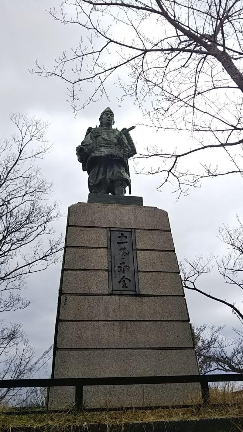 楠木正行公の像